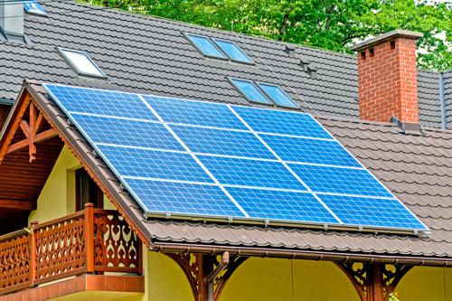 Paneles solares en casa rural